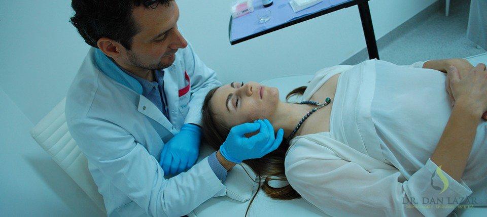 Consult dermatologic realizat de Dr. Dan Lazăr